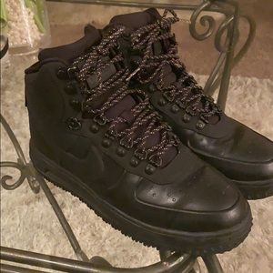 Nike boots gently used size 8